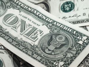 ¿Afectará la ayuda económica de $1,200 dólares a la determinación de carga pública?