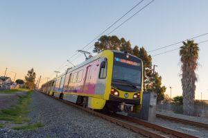 Una mujer y su bebé mueren arrollados por un tren de LA Metro en aparente suicidio