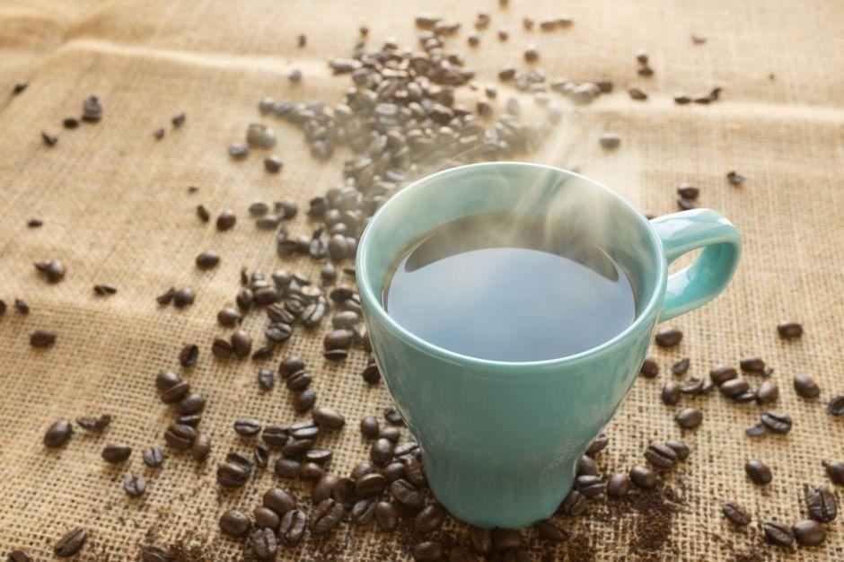 ¿Es malo tomar café con el estómago vacío?