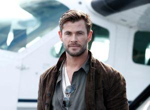 El día que Chris Hemsworth se lanzó como fangirl a los brazos de Brad Pitt