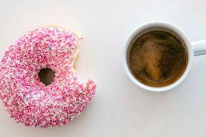 Los edulcorantes artificiales más carbohidratos pueden aumentar el riesgo de diabetes y el aumento de peso