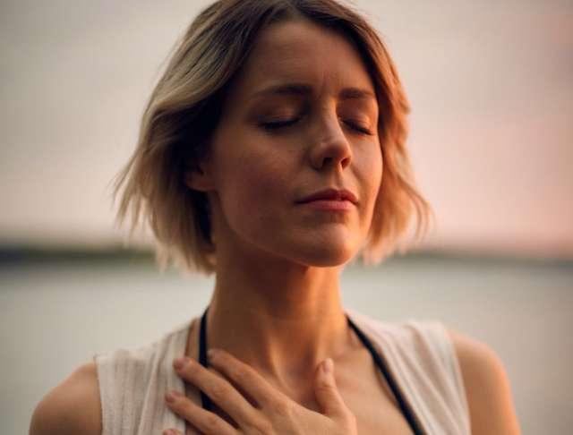 Aprende este ejercicio de respiración para combatir la ansiedad - El Diario  NY