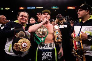 ¡Canelo se mantiene en el trono! La Asociación de Escritores de Boxeo de América lo ratifica como el mejor libra por libra