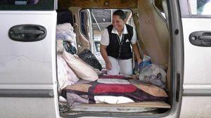Una enfermera de pacientes con coronavirus duerme en su camioneta por temor a contagiar a su familia