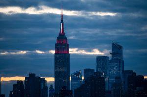 """Millonarios de Nueva York contratan guardias por temor a insurrección """"zombie"""" por coronavirus"""
