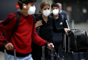 Las grandes aerolíneas de EEUU exigirán a los pasajeros que usen máscaras faciales