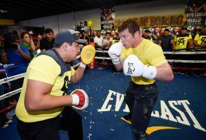 ¡Eddy Reynoso lanza amenaza! El entrenador asegura que lo mejor de Canelo está por venir