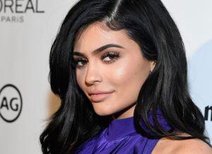"Kylie Jenner hace tremendo ""twerking"" con un bikini de tanguita junto a la sexy Stassie para Tik Tok"