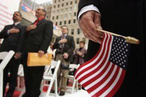 ¿Cuándo empieza USCIS a aplicar el castigo a inmigrantes con regla de carga pública?