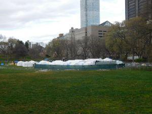 Fuertes vientos podrían dañar hospital provisional en Central Park contra coronavirus