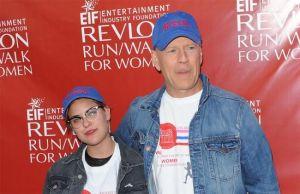 Bruce Willis le rapa por completo la cabeza a su hija Tallulah