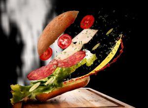 Subway está vendiendo pan, queso, carne y otros comestibles con servicio de entrega