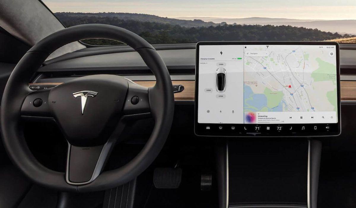 Por qué Alemania prohibió a Tesla usar los términos 'Conducción autónoma' y 'Piloto automático' en sus autos