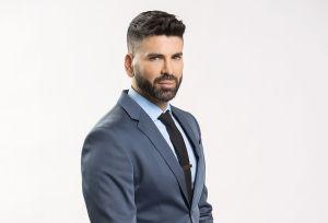 ¿Jomari Goyso, estrella de Univision, se protege del coronavirus con una mascarilla de Chanel?