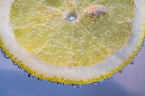 ¿Es mejor consumir vitamina C de alimentos que de suplementos?