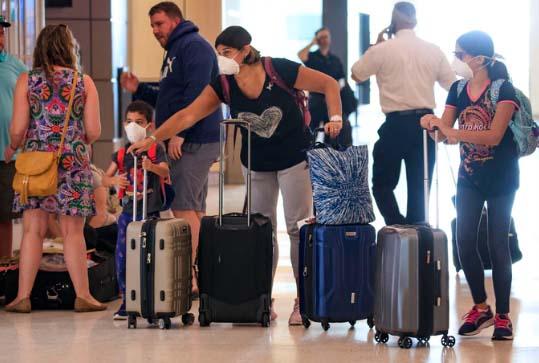 Viajeros que lleguen a aeropuerto de Puerto Rico deberán permanecer en cuarentena 14 días como medida contra coronavirus