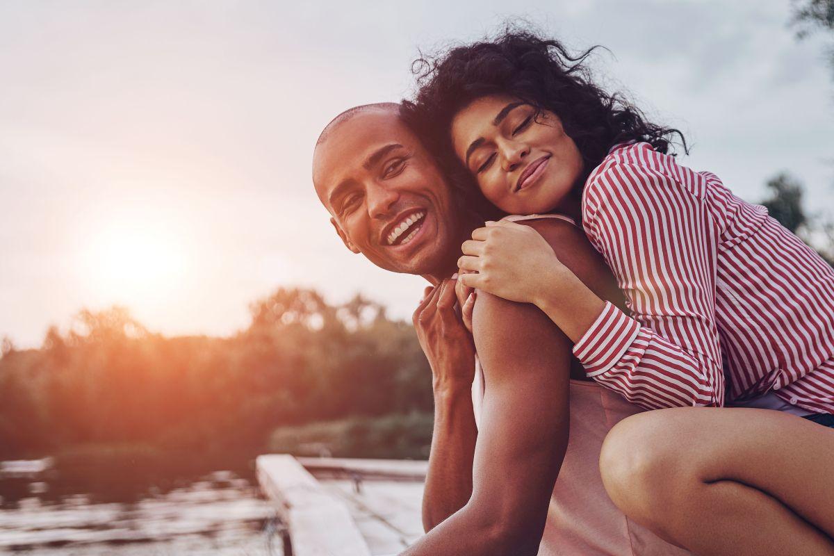¿A quién atraes en el amor, según tu ascendente zodiacal?