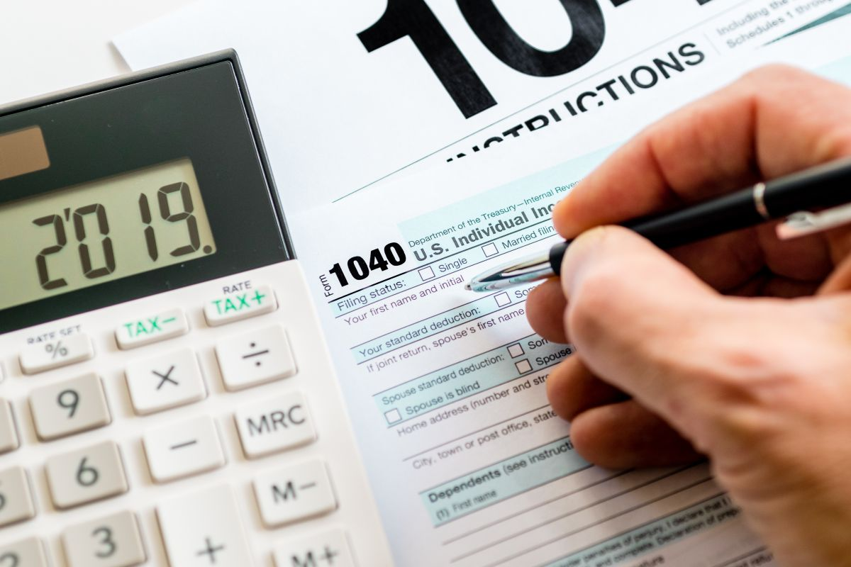 """Pasos para solicitar al IRS cheques de estímulo adeudados mediante """"Crédito de recuperación de reembolso"""" en declaración de impuestos"""