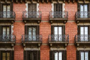 Captan a pareja en Barcelona teniendo sexo en el balcón durante la cuarentena