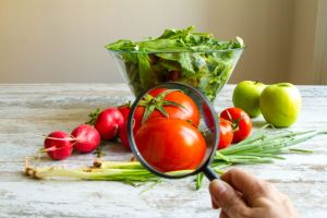 ¿Agua con cal para desinfectar frutas y verduras?