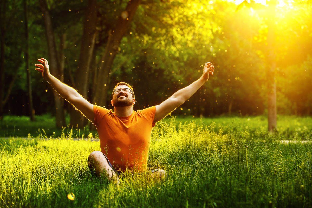 ¿Por qué es tan importante vivir el presente, según la filosofía new age?