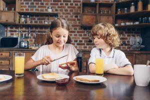 Obesidad infantil: los niños consumen 60% de sus calorías diarias en alimentos ultraprocesados, según reciente estudio