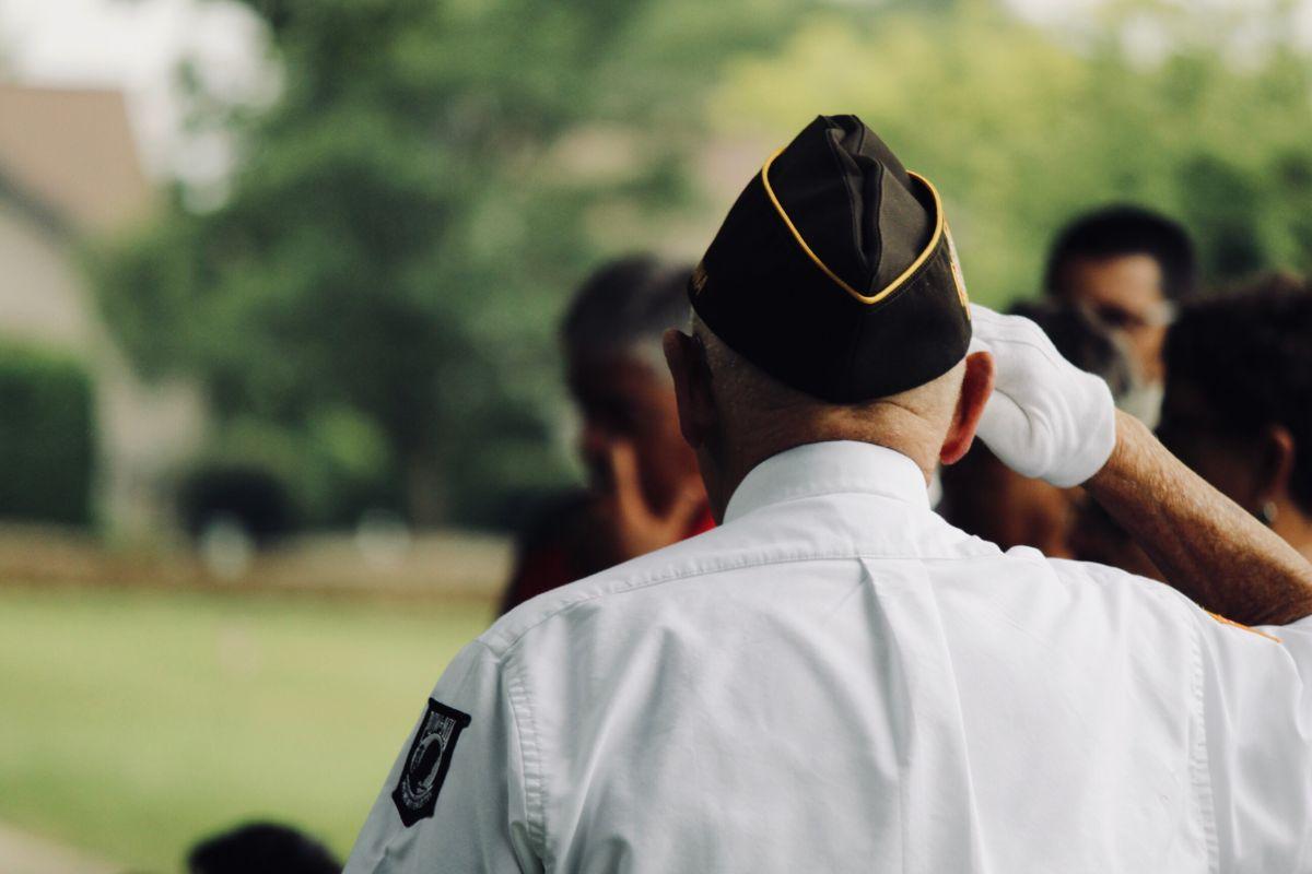 Veterano de la Segunda Guerra celebra cumpleaños 104 y recuperación del coronavirus