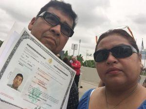 Madre ruega que la dejen entrar a EEUU para atender a esposo enfermo