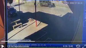 VIDEO: Tropa del Infierno del Cártel del Noreste ataca a policías y luego huyen