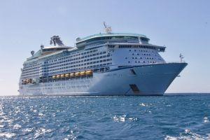 Congresistas republicanos impulsan ley para el regreso de los cruceros en julio