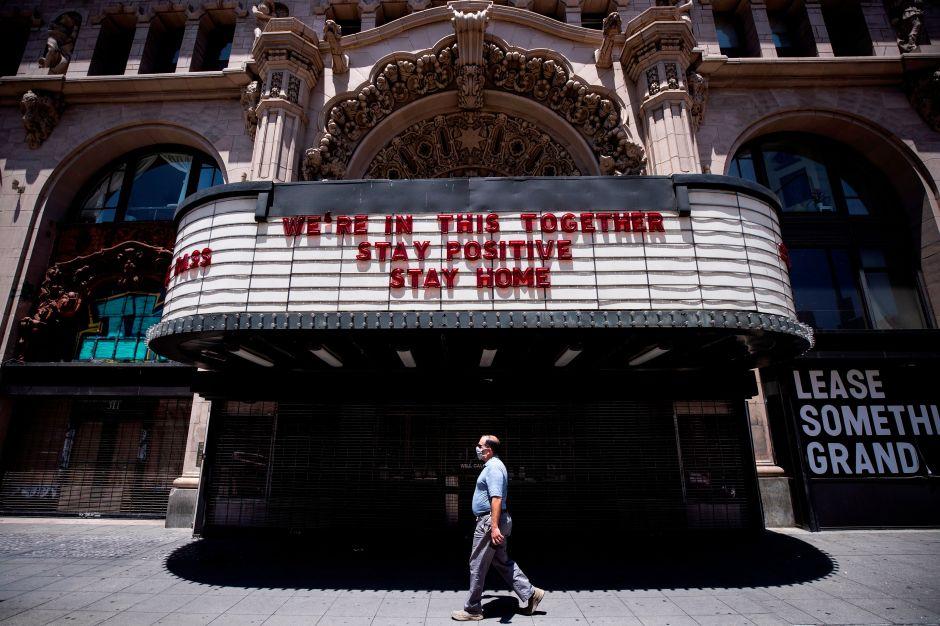 Gobernador Gavin Newsom autoriza la reapertura de salones de belleza, barberías y comensales en restaurantes de L.A.