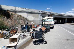 Juez ordena a Los Ángeles que busque albergue para miles de desamparados