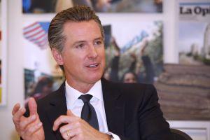 Gobernador de California presenta un presupuesto con grandes recortes por los gastos por COVID-19