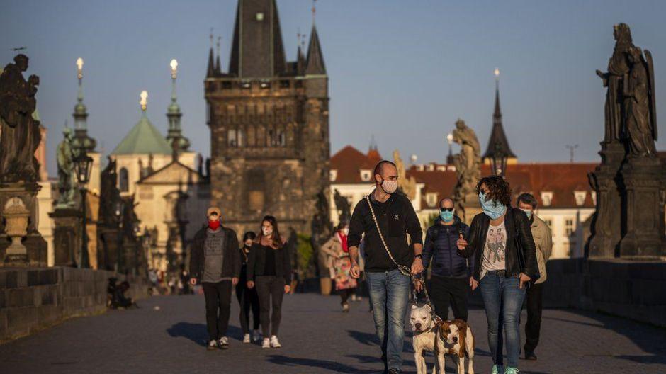 Coronavirus: la enorme brecha en casos y muertes entre Europa Occidental y los países del centro y este de Europa por la crisis del covid-19