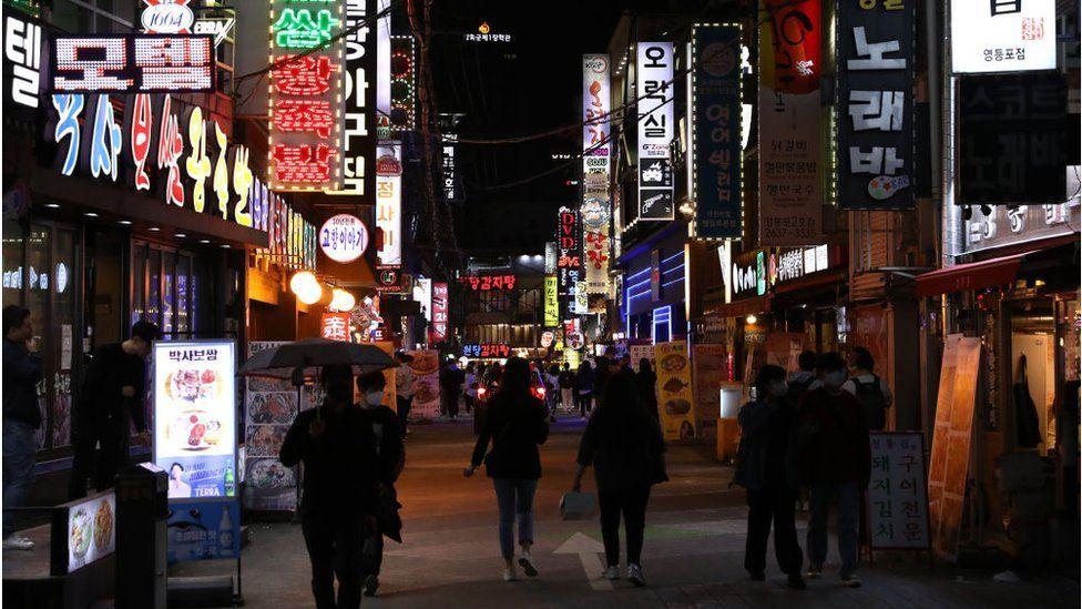 Corea del Sur batalla contra cepa de coronavirus seis veces más infecciosa que la original