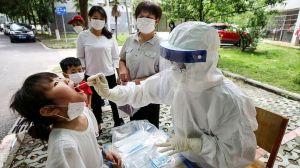 """China accede a investigar la gestión de la pandemia, pero solo """"cuando esté controlada"""""""