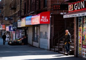 ¿Afecta a trabajadores inmigrantes solicitar beneficios de desempleo?