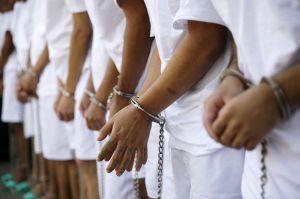 El Salvador: Mujer detenida por violar cuarentena pide ver a sus hijos