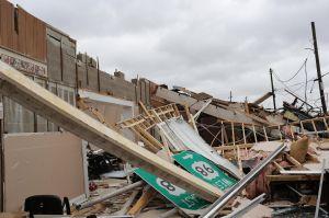 Pronostican más huracanes fuertes para este año, mientras el coronavirus castiga en EEUU