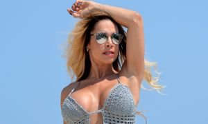 Florencia Peña presume cuerpazo a sus 45 años en tanga hilo dental como Lis Vega