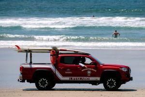Fotos: no hay restricción que aleje a los californianos de las playas