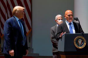 Denuncian vínculos estrechos de nuevo jefe de vacunas de Trump con industria farmacéutica
