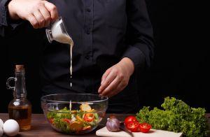 Cómo usar huevos cocidos en recetas que requieren huevos crudos