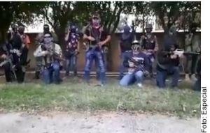 """VIDEO: La Familia Michoacana irrumpe en """"picadero""""; adictos y vendedores son golpeados"""