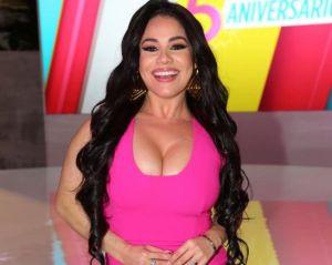 Carolina Sandoval mostró la celulitis con nuevo bikinazo en vivo y fue fuertemente criticada