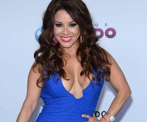Sin pudor alguno, Carolina Sandoval baila con bikini pequeñito mientras aclara sus axilas