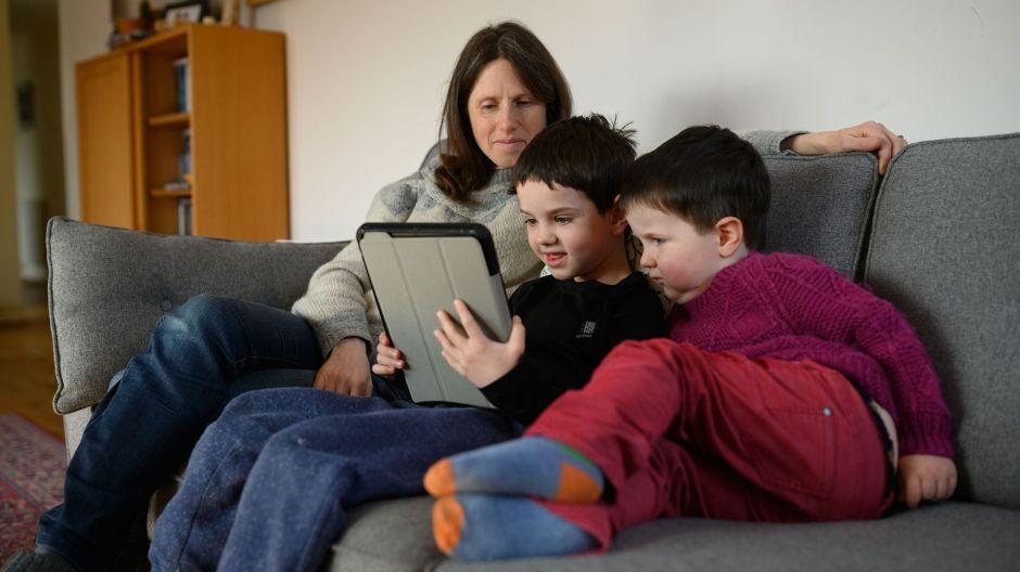 Clases virtuales incrementan niveles de estrés en los padres