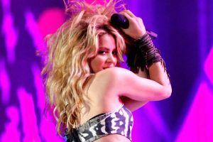 Ya no hay quién baje a Shakira, de 44 años, de su patineta