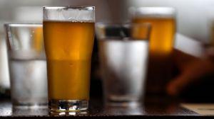 Mexicanos en aislamiento, con calor y sin cerveza recurren a la artesanal para saciar la sed