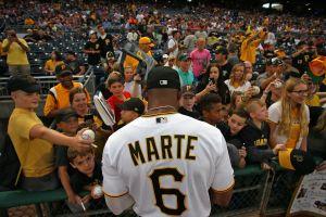Familia del béisbol se une a la pena del dominicano Starling Marte por fallecimiento de su esposa